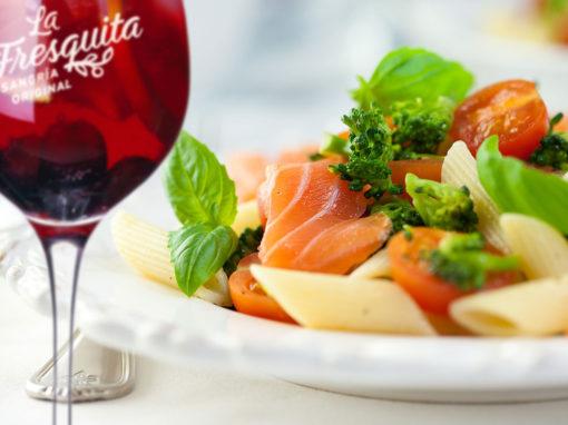 Ensalada de pasta con salmón ahumado y rúcula